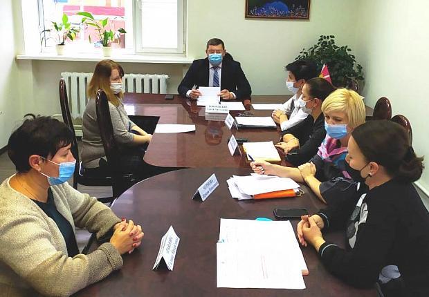 Сергей Запорожский принял двух жительниц Усть-Лабинского района