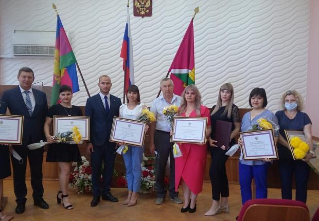 Наградили активных жителей Усть-Лабинского района