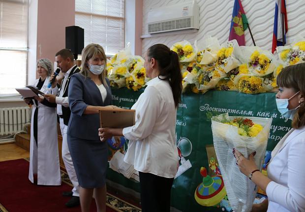 В Усть-Лабинском районе поздравили педагогов